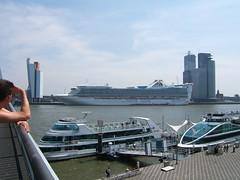 big cruiseship 2