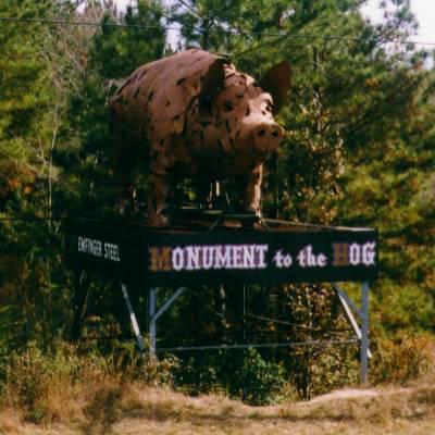 Estatua de exaltación del cerdo americano