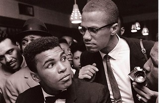 Malcolm X kidding around with Muhammad Ali - New York (1963) [1600 x 1038] #HistoryPorn #history #retro http://ift.tt/1MF3zaI | by Histolines