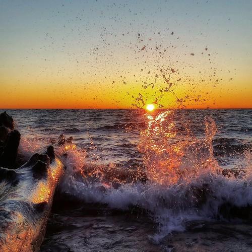 canada nature sunrise waves peace wave explore scarborough splash lakeontario bliss greatlake colorvibe