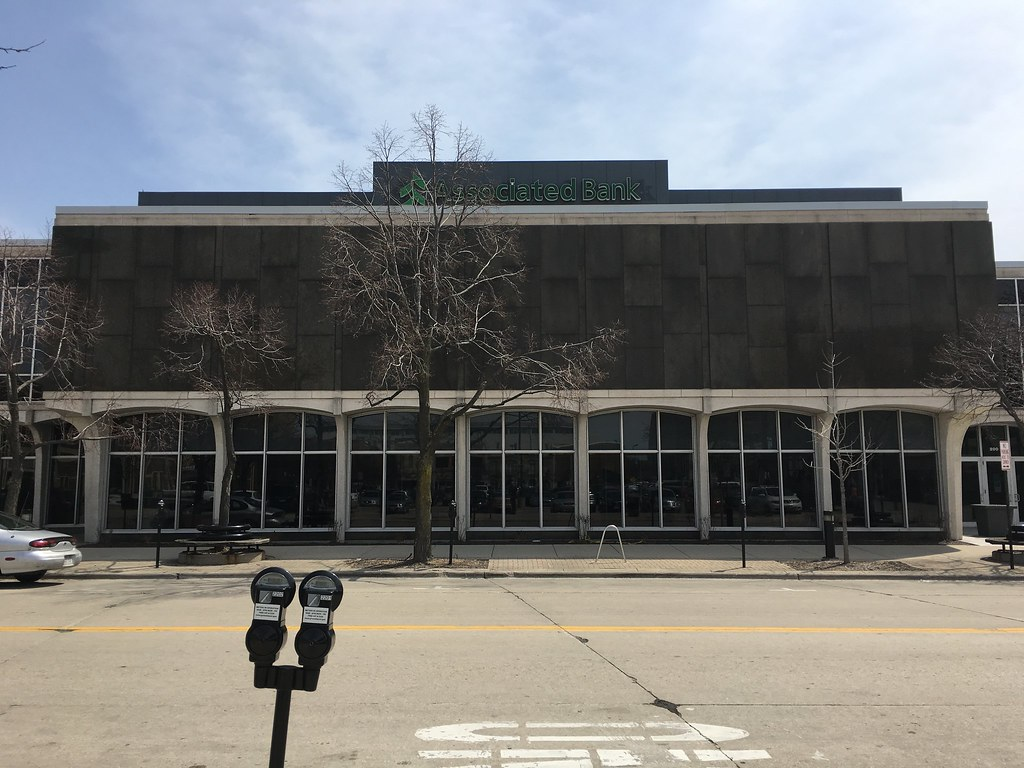 associated bank 433 main street green bay wi