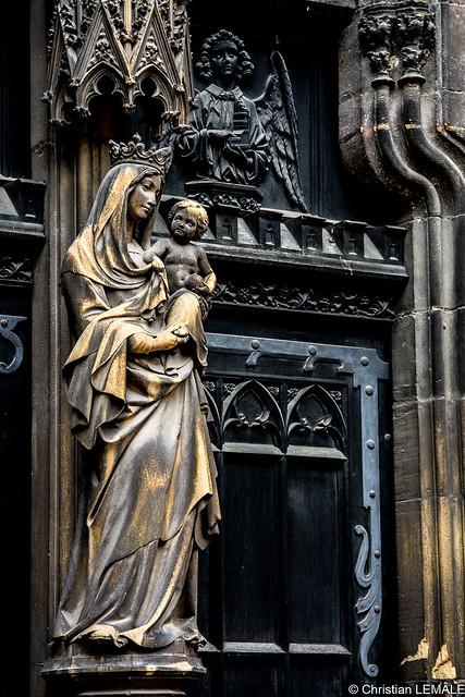 Détails extérieurs de la collégiale Saint Martin / Outer details of the collegiate church holy Martin - Colmar - France