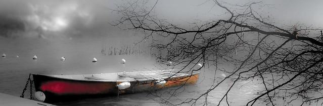 Une barque sur le lac d'Annecy