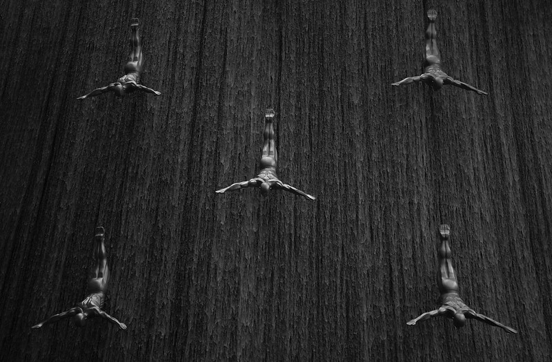 Dubai Mall - Cliff Diver