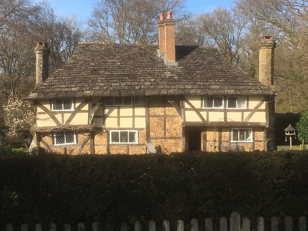 Fairy tale cottage Ockley to Warnham walk