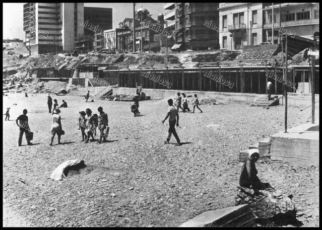 """Πλαζ Φρεαττύδας, Πειραιάς 1970's. Φωτογραφία από το βιβλίο του Διονυσίου Πανίτσα """"Ο άρχοντας του Πειραιώς""""."""