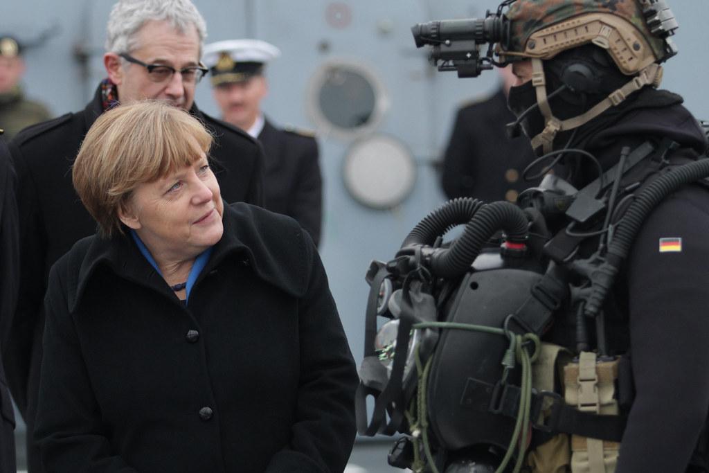 8ff5d7e93d ... Bundeskanzlerin zu Besuch bei der Marine | by Offizieller Auftritt der  Bundeswehr