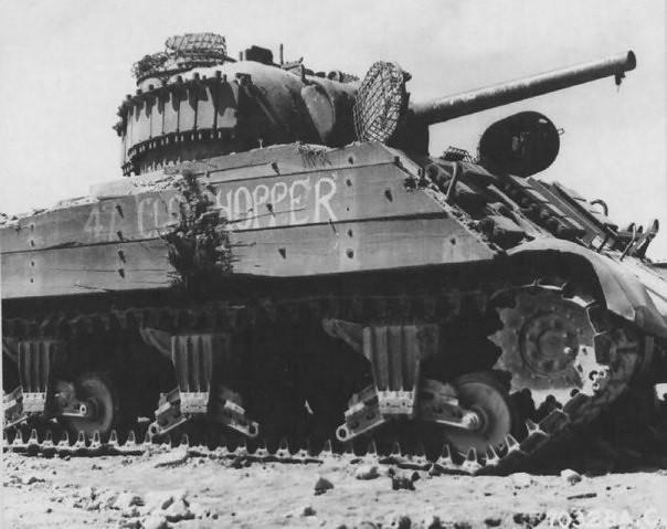 アメリカの戦車M4シャーマン、硫黄島で大破