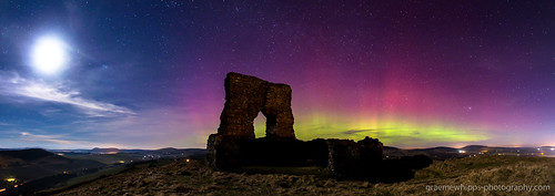 castle scotland aberdeenshire fort aurora northernlights insch dunnideer merrydancers