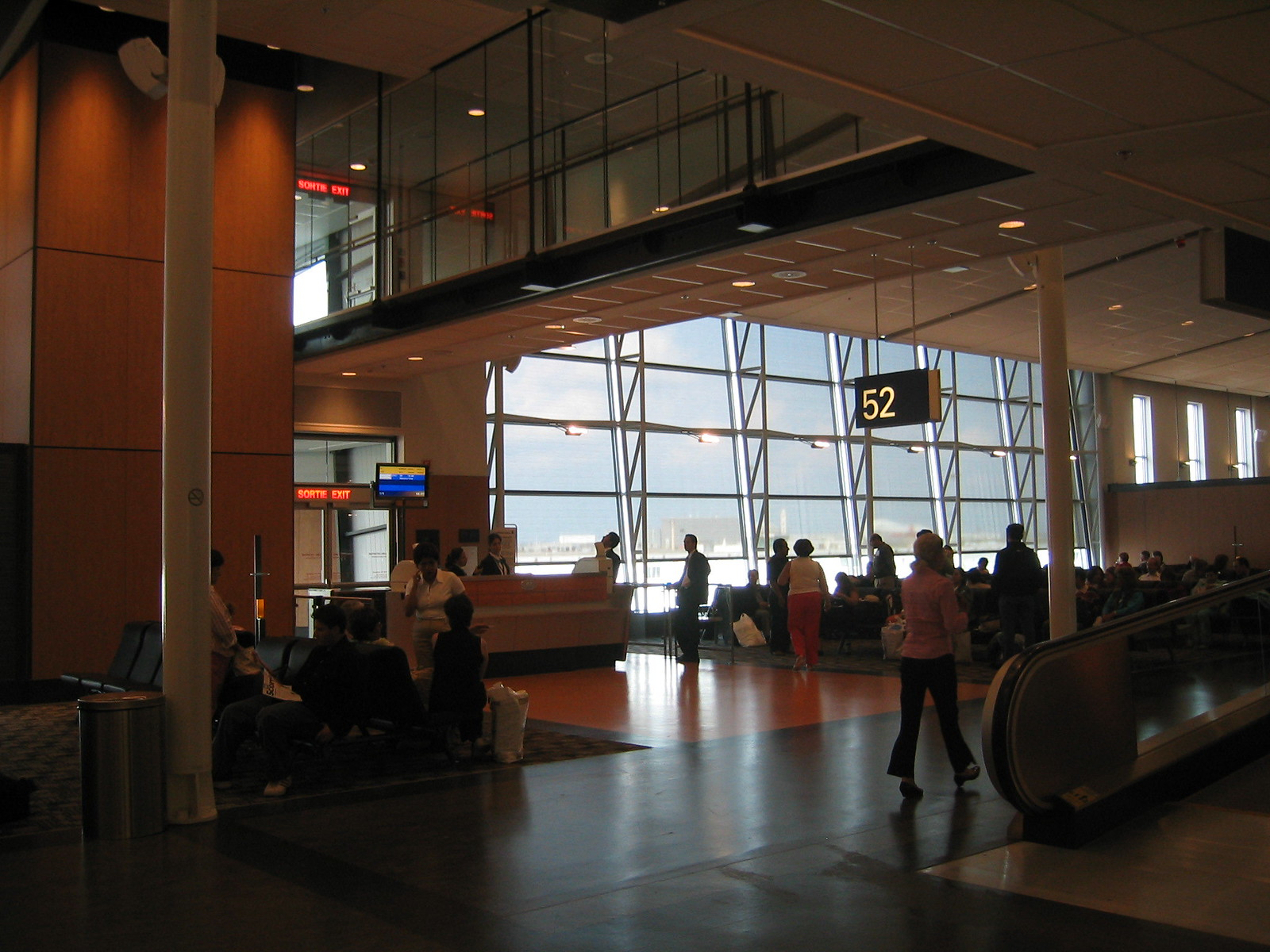 airport montreal 13