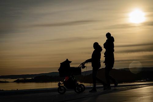 sunset silhouette oslo norway kid photographer candid streetphotography pram otherkeywords knutarnegjertsen photographerknutarnegjertsen