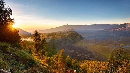 sunrise indonesia dawn volcano java idn mountbromo seaofsand cemorolawang tenggercaldera
