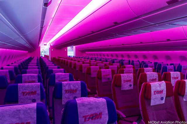 TAM Linhas Aereas - PR-XTA - Airbus A350-941