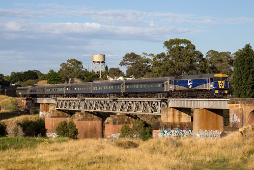 heritage train river au australia line southern aurora nsw newsouthwales canberra act bombala queanbeyan arhs fl220 queanbeyaneast 9l90