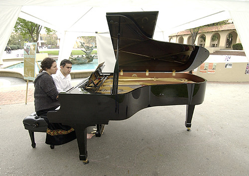 01_dance_pianists