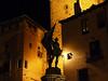 Noční Segovia – socha Juana Brava, foto: Petr Nejedlý