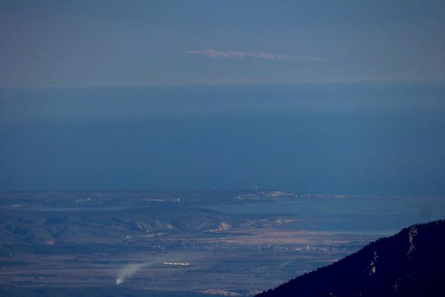 Amb el sol amunt, la neu del Mont Ventoux es feia visible.