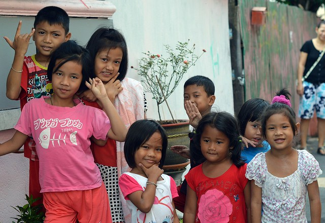 eight children, eight poses