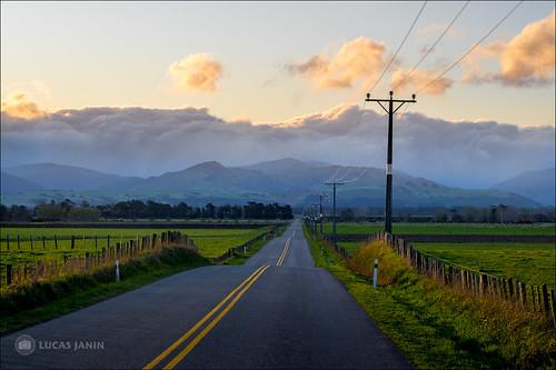 road sunset newzealand cloud mountain color green montagne landscape iso200 outdoor vert f90 wellington fujifilm powerline nuage couleur lightroom 56mm 84mm xt1 parkvale lucasjanin ¹⁄₂₄₀sec xf56mmf12r lightroom6