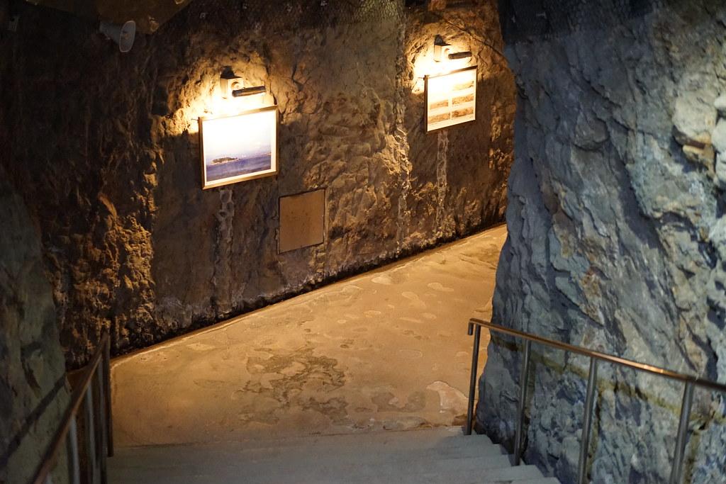 洞窟散策2