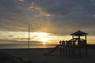 Amanecer en la playa | by Alexandru B. M.