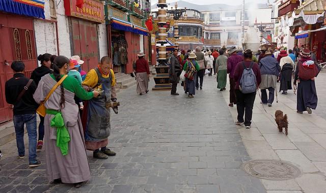 Lhasa residents donate money to tibetan, Tibet 2016