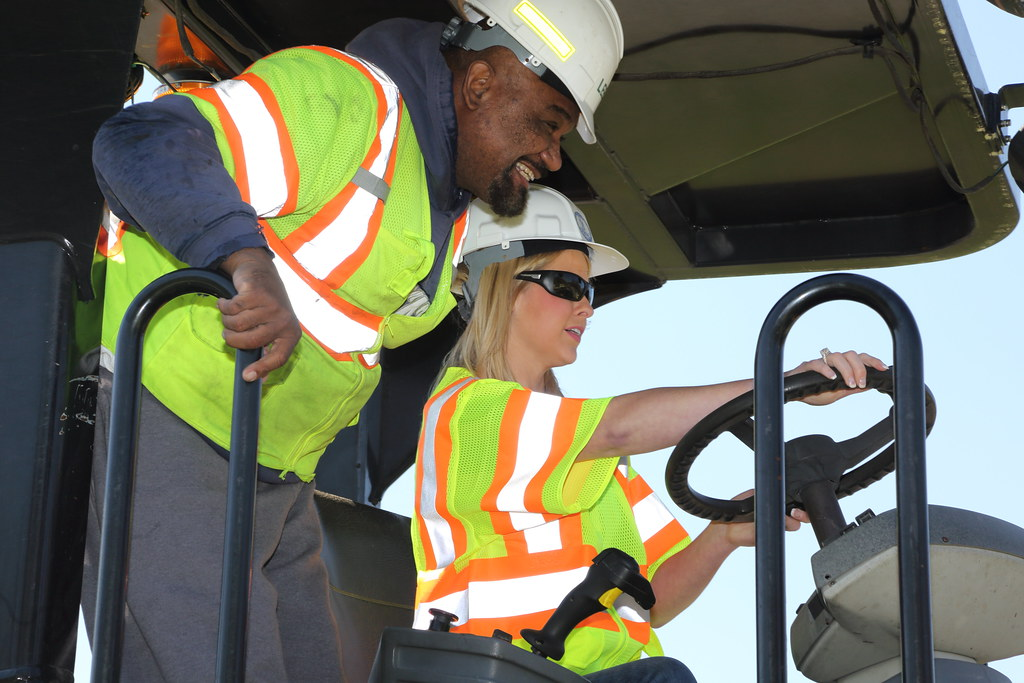 _C5A6662_RTS   VDOT and Lee Hy Paving were joined by Nikki