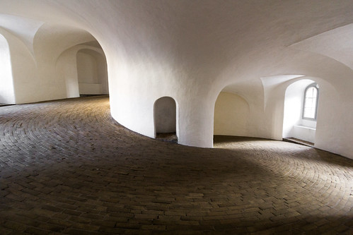 copenhagen denmark view dänemark kopenhagen observatorium københavn roundtower rundetårn 1642 aussichtsplattform dutchbaroque reittreppe equestrianstaircase hansvansteenwinckeldj 75turnhelicalcorridorleadingtothetop spiralförmigergang