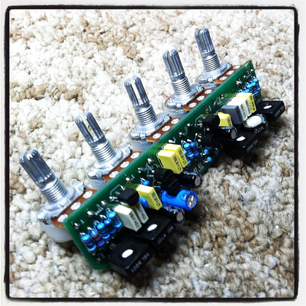 Small Wonder | A JFET-based AC30 Preamp for that Candy Apple