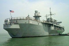 USS Blue Ridge (LCC 19) arrives in Mumbai, April 3. (Photo courtesy of U.S. Consulate Mumbai)
