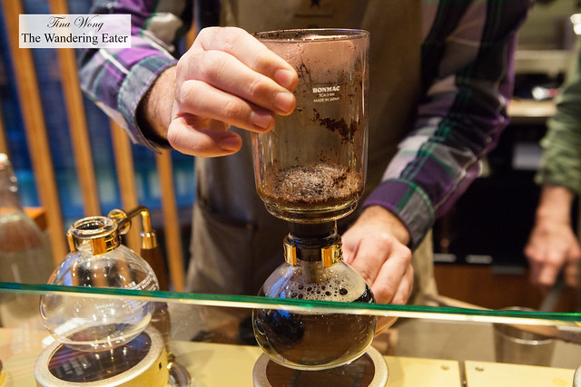 Making siphoned coffee with Starbucks Patheon Roastery Blend