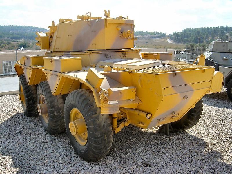 装甲車サラディン8