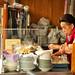 Cuoca a Nakamise-doori by mic contart