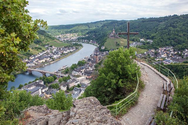 Wanderweg zum Pinnerkreuz mit Blick nach Cochem