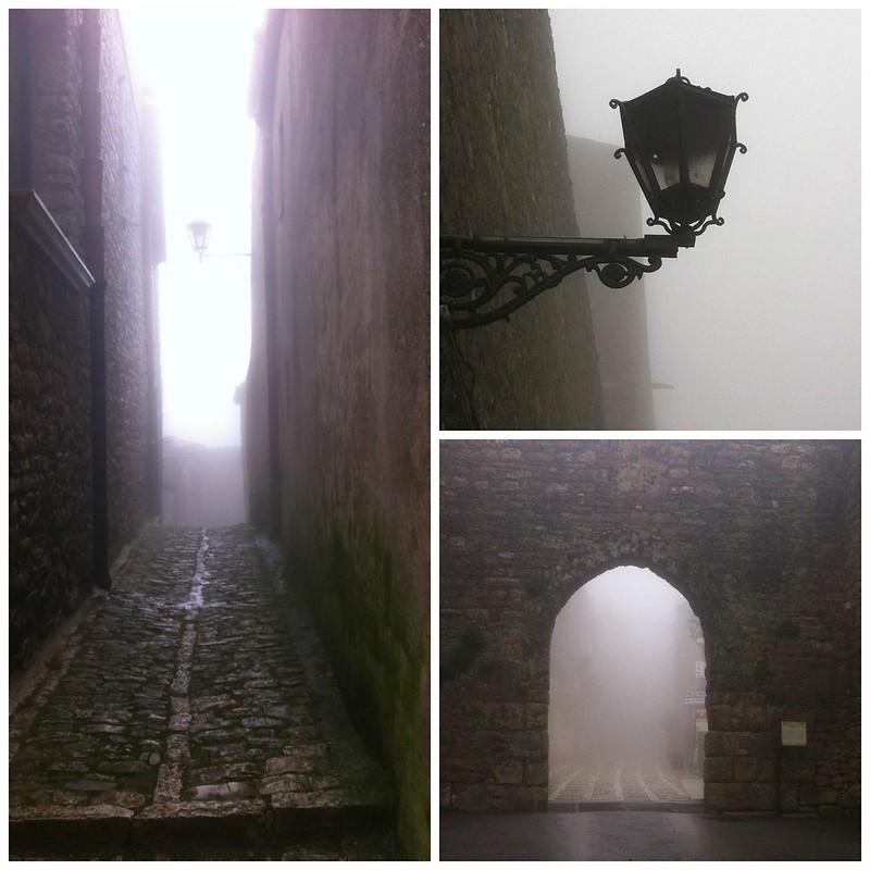 Erice con la nebbia