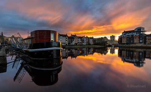sunset reflection edinburgh leith theshore