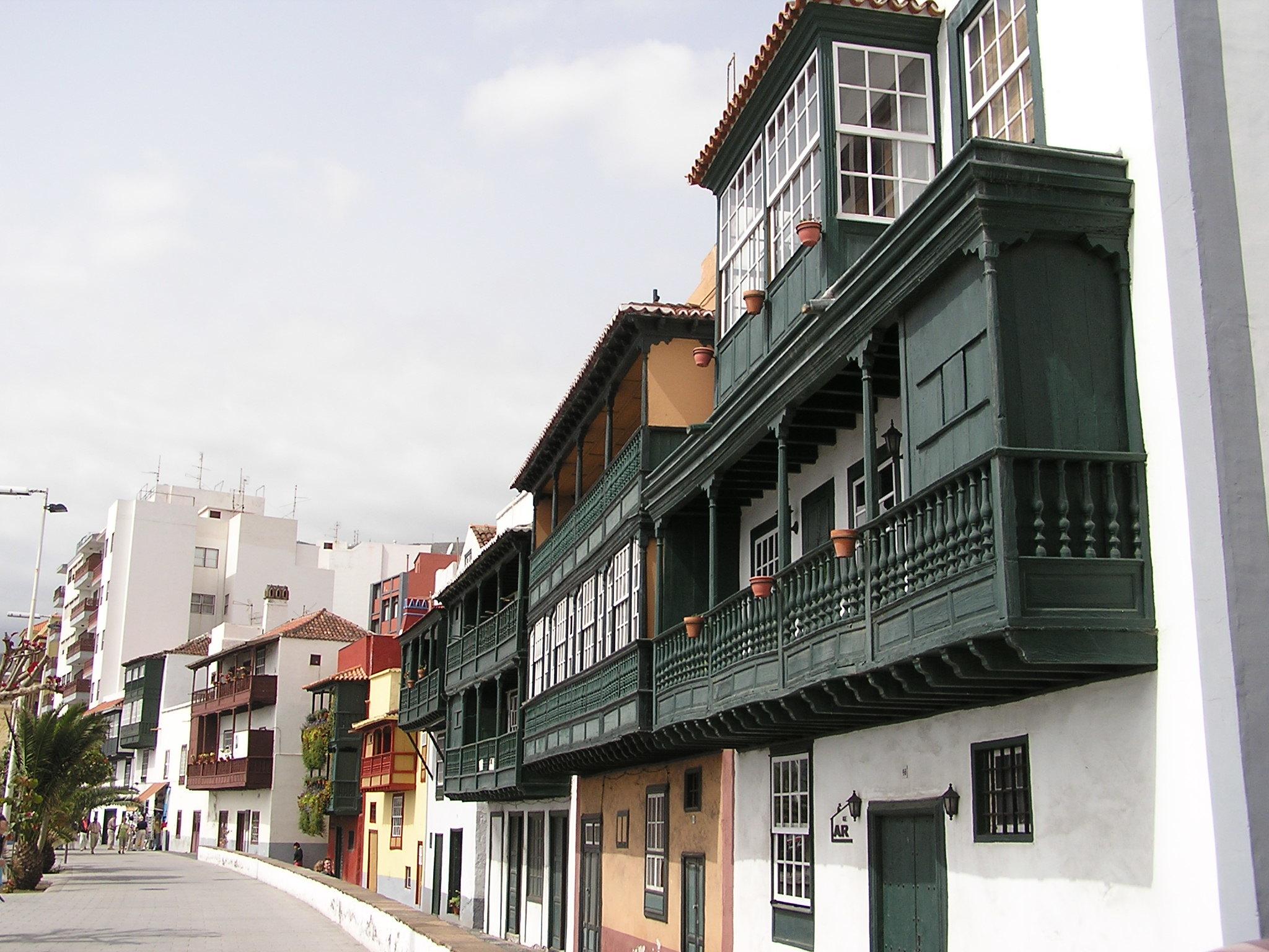 casas con balcones avenida Maritima Santa Cruz de la Palma