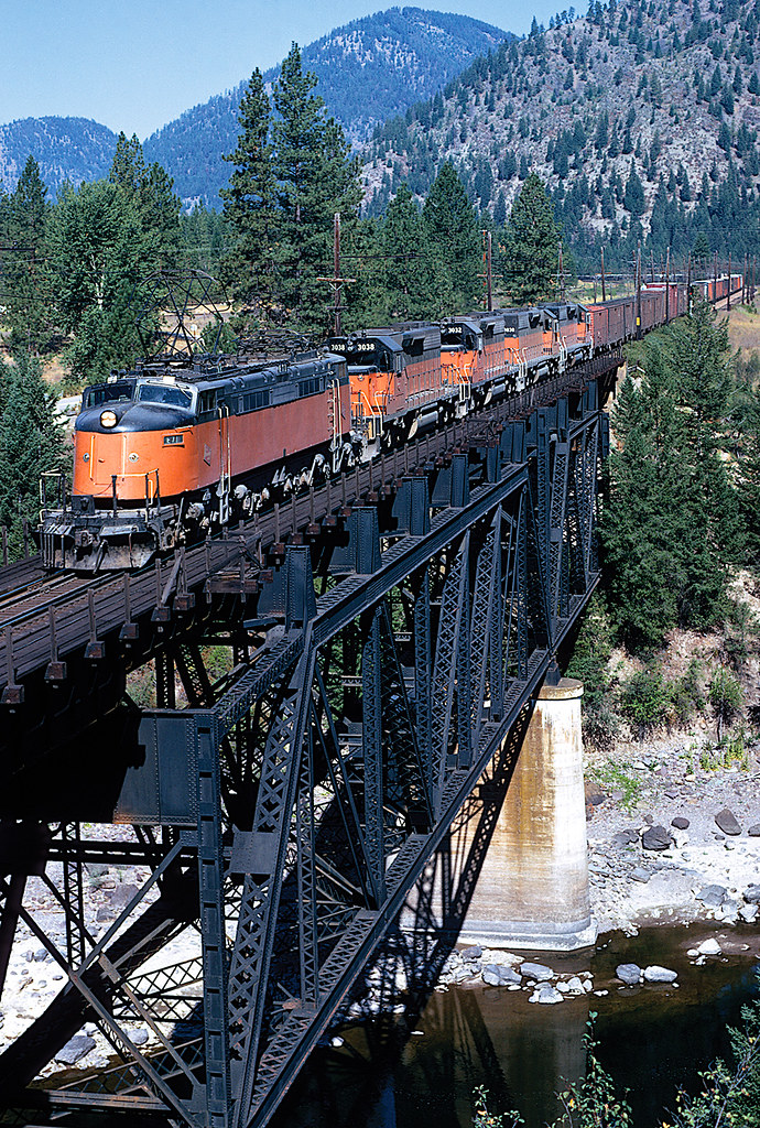 24176990865 4de9afa4ce b - Along the Milwaukee Road #3