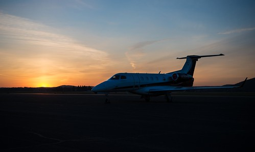 airplane airport aviation flight planes embraer kelm phenom300