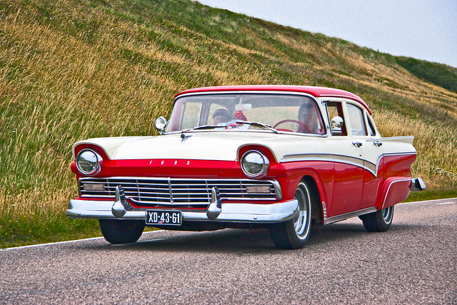 Ford Custom 300 Fordor Sedan 1957 (7274)