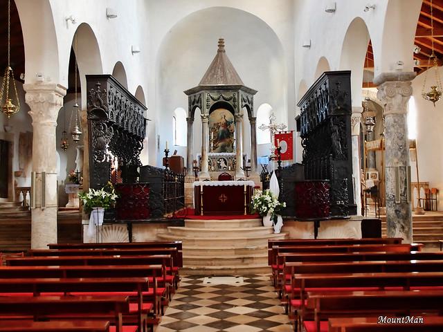 Grad Rab, Gornja ulica: crkva Uznesenja BDM (nekada katedrala)