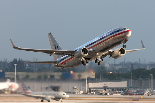 usa america plane sunrise airplane dawn us flying unitedstates florida miami aircraft aviation jet aeroplane american mia boeing americanairlines flugzeug takeoff aa airliner avion 737 aal 737800 oneworld kmia oldlivery n903an 737800w