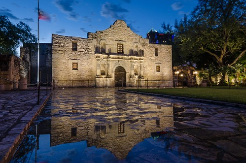 reflection building history architecture sanantonio texas tx historic alamo thealamo