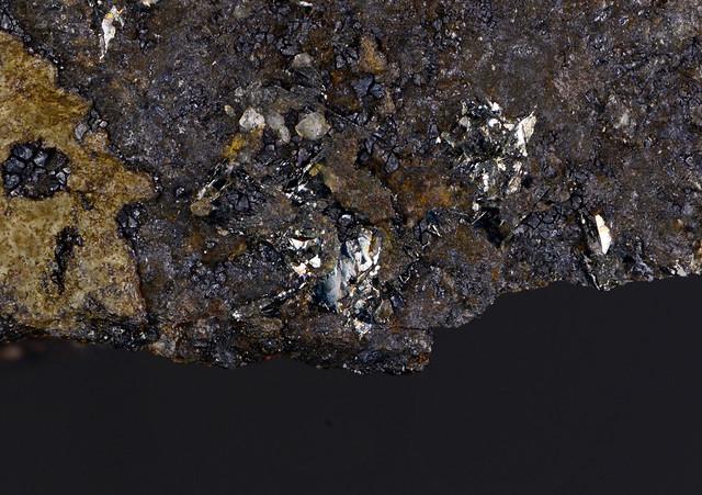 クレドネル鉱 Crednerite