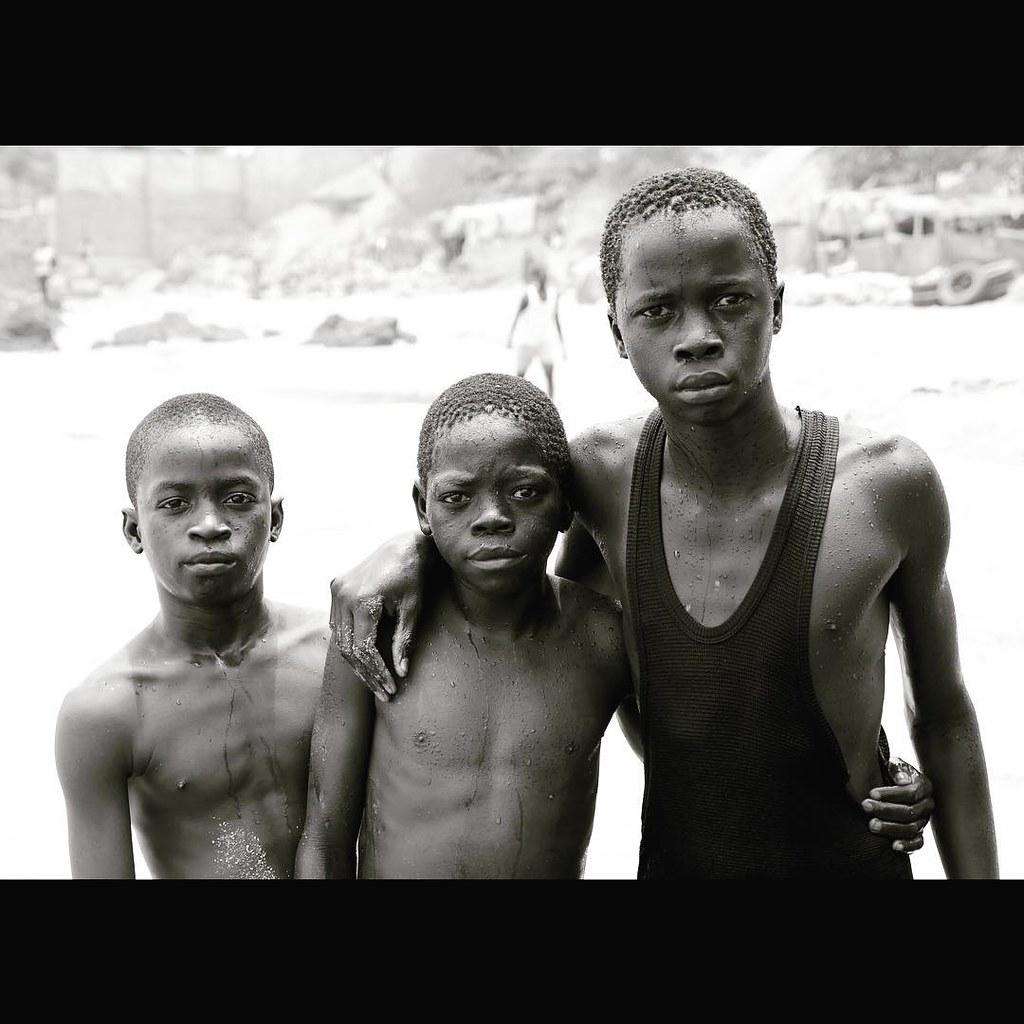 Photo by Motoki  #dakar #senegal #westafrica #Africa #french #planet #sea #beach #water #boys #swiming #MotokiHirai #pianist #composer #artist #music #classical #japanese #londonbased #london