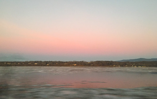morning pink train hudsonriver beltofvenus