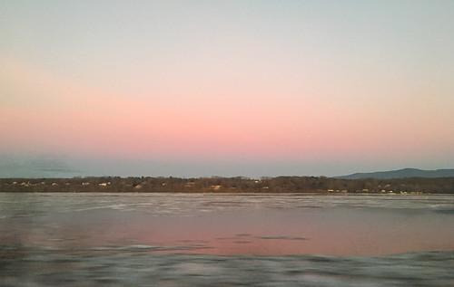 morning pink train hudsonriver beltofvenus