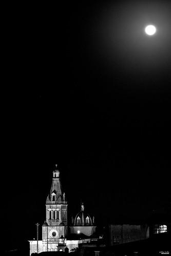 Entre la luna y las estrellas