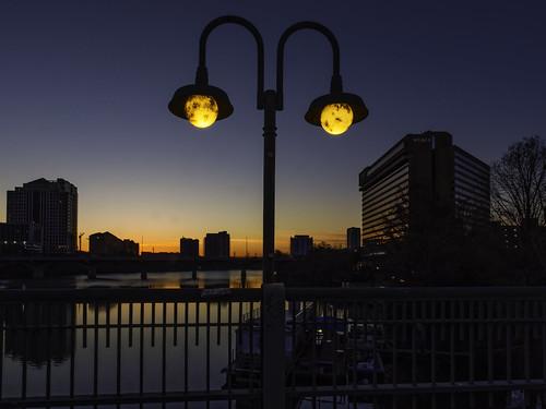 sunrise streetlight austintexas ladybirdlake olympusomdem1