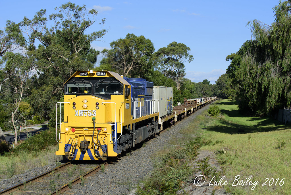XR553 leads #9556 up Long Island goods near Leawarra by Luke's Rail Gallery